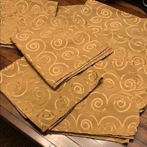 Set of 8 cloth napkins with swirly design